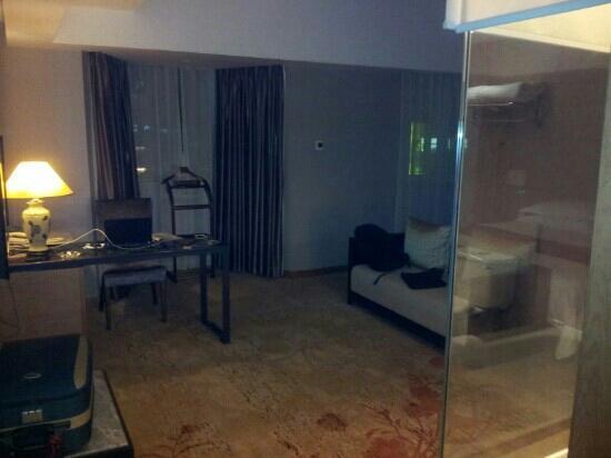 Ramada Xiamen : 豪华大床房