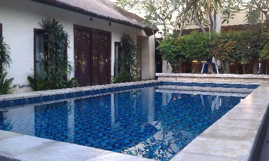 Coco de Heaven: 泳池