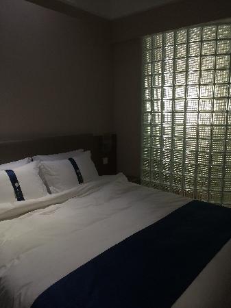 Holiday Inn Express CHENGDU WEST GATE: 舒适大床