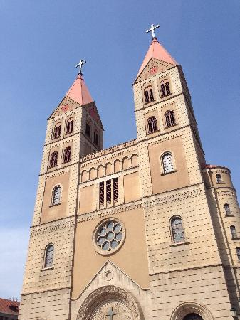 Qingdao Catholic Church: 教堂