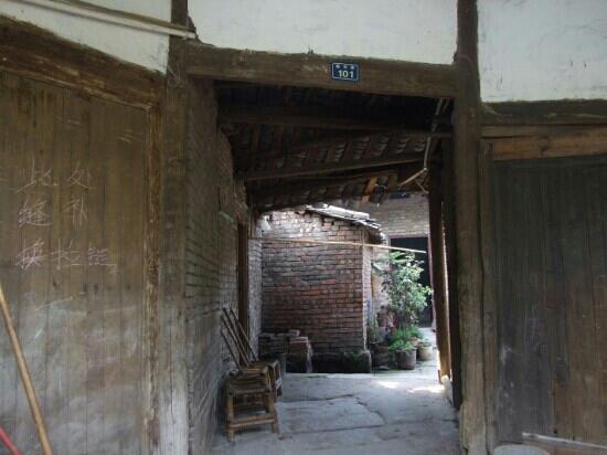 Yuantong Ancient Town: 元通古镇至今有人居住