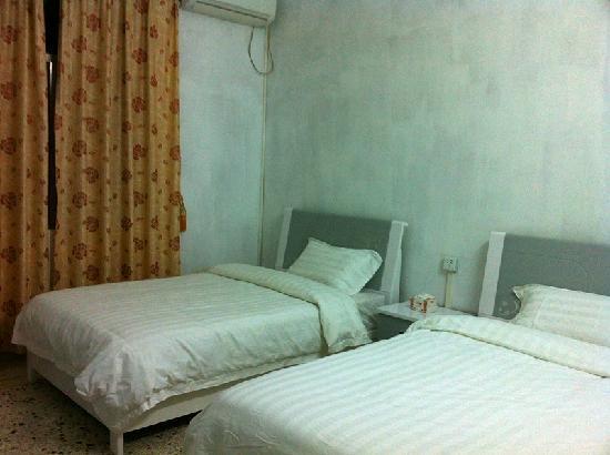Lingtao Guesthouse: 标准双床房