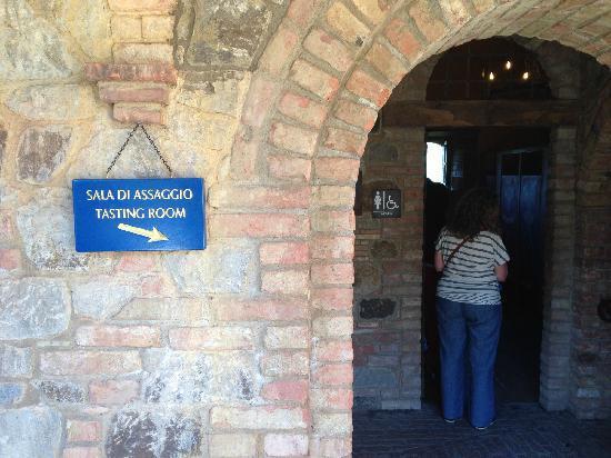 Castello di Amorosa : 这箭头能不能别指女厕所?