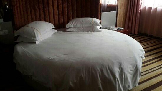 Chuzhou Hotel: 园床房