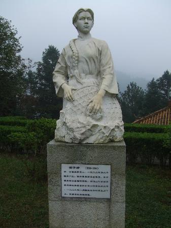 Jinggangshan Martyrs Cemetery : 井冈山烈士陵园