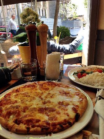 Piazza Duomo: 迄今为止吃到的最好吃pizza,鸡胸肉居然很嫩很香~量爆足,这是要胖10斤的节奏么...