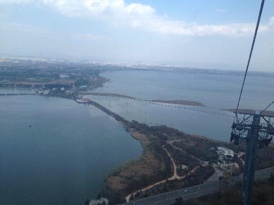 Dian Lake (Dian Chi) : 从缆车看滇池