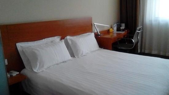 Jinjiang Inn Jinan Daming Lake: 床很好,干净利落