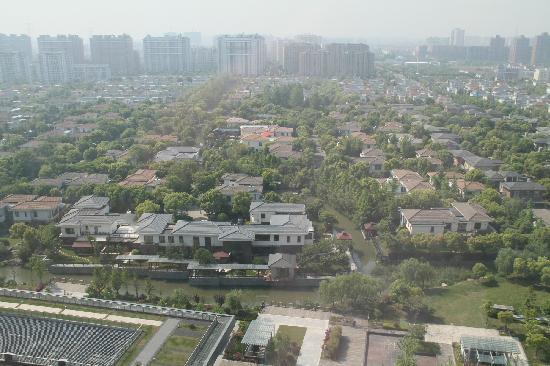 Holiday Inn Shanghai Pudong Kangqiao: 16楼朝南房望出去