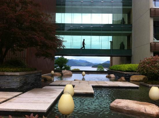 InterContinental One Thousand Island Lake Resort: 酒店大门