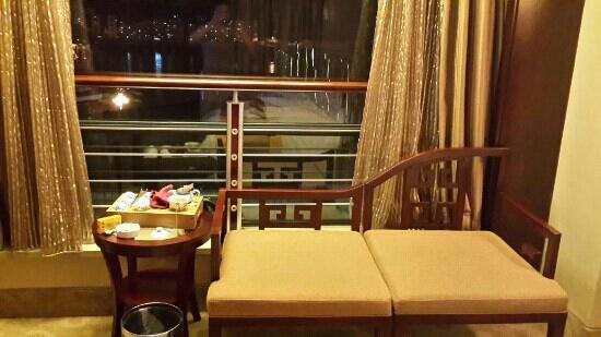 Yancheng Hotel : 只能坐不能靠,望江得站着,茶机、具太太小,和椅一样无实用功能