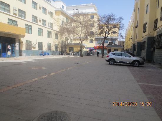 Qi Lian Hotel: 停车场
