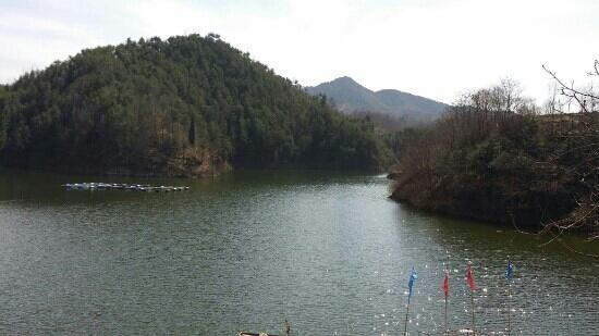 Luonan County, China: 抚龙湖