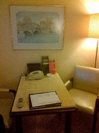 Regal Kowloon Hotel: 写字台