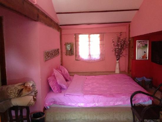 LIjiang Mengli Nianhua Inn : 全新的床