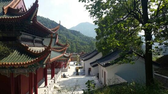 Zhangshu, China: 阁皂山一撇