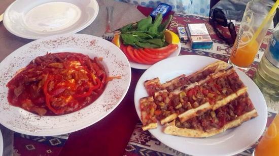 Otantik Grill: 美味到爆呀,几个中年大叔经营的餐馆,带眼睛的大叔超级Nice,绝对是我们在土耳其吃到的最棒的餐馆,没有之一!