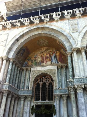 Basilique Saint-Marc : 门口