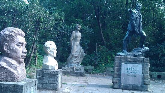 Zhazi Cave: 雕像