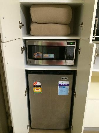 Fraser Place Melbourne: 微波炉和冰箱
