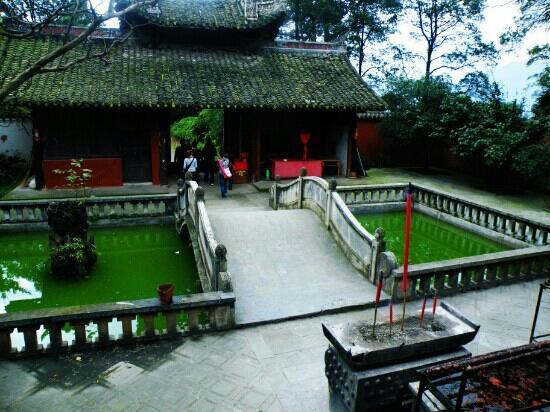 Yinghua Temple: 老蓥华寺里的景象