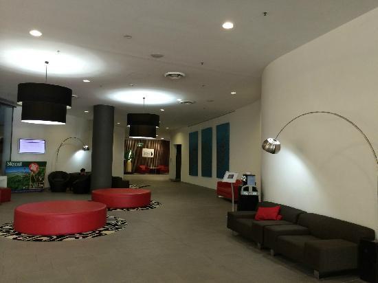 Cairns Harbour Lights: 酒店大堂