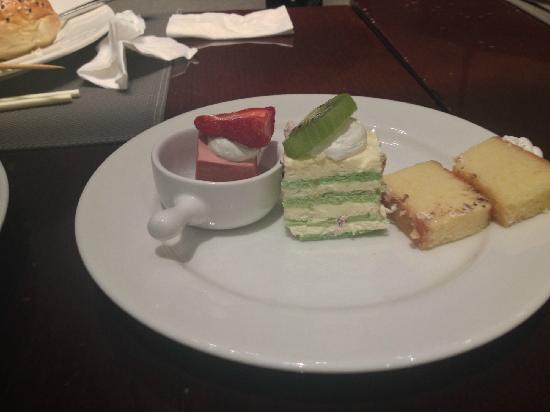 Hotel Jen Upper East Beijing(A Shangri-La Hotel) : cakes