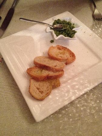 Le Manoir: 送的牛油果酱面包片,其实有6块,吃了两块才想起来拍。好好吃!