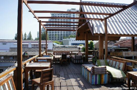 Sukkasem Guesthouse: 酒店的露台