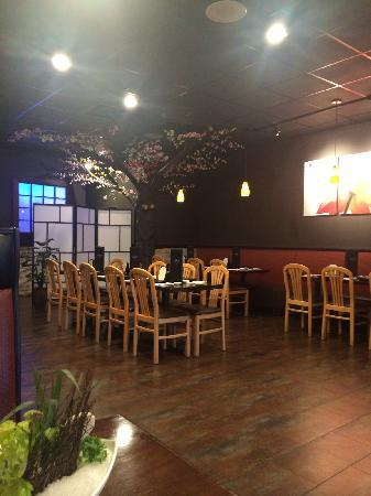 Ginza Japanese Restaurant: Nice tree decor