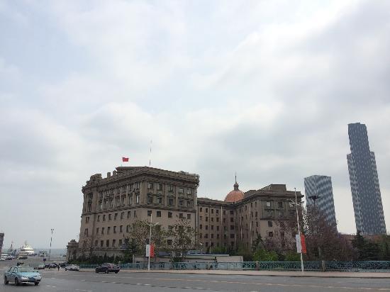 Dalian Port : 大连港务局的楼