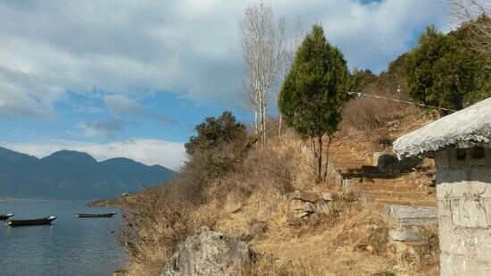 Gemu Mountain: 泸沽湖边上的格姆山