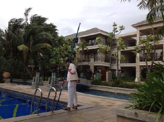 Grand Metropark Resort Hotel : 维景泳池维护中