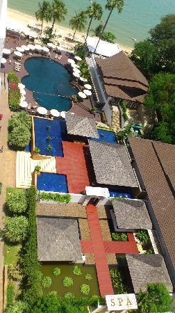 Pullman Pattaya Hotel G: 在房間俯視酒店泳池