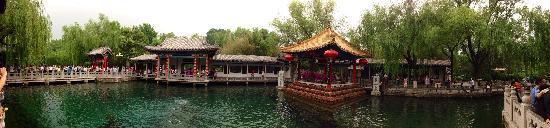 Baotu Spring Park: 趵突泉全景