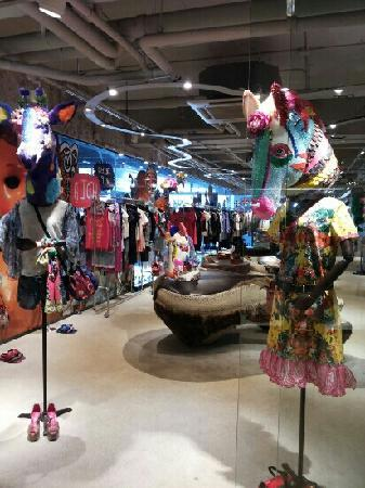 Central Pinklao Shopping Complex: 阿斗咖喱很有趣的商场
