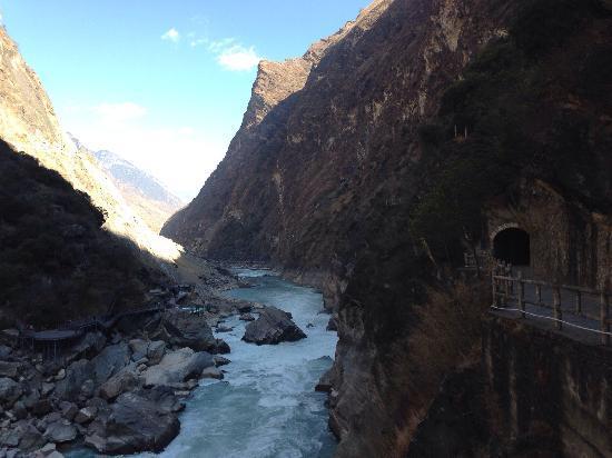 Yuanmou County, China: 云南-虎跳滩峡谷