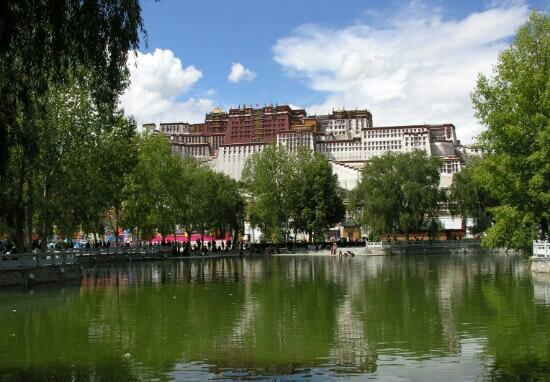 zong jiao lu kang: 布达拉宫印衬下的龙王潭