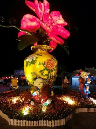 Chinese Folk Culture Village: 夜景