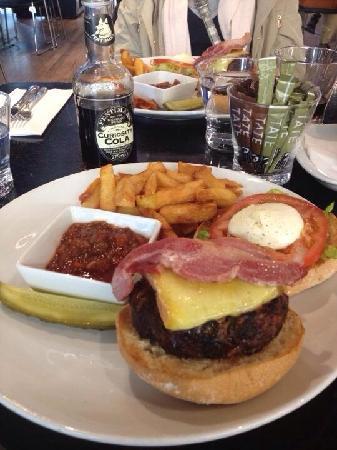 Tate Modern Cafe: 汉堡,新鲜牛肉做的
