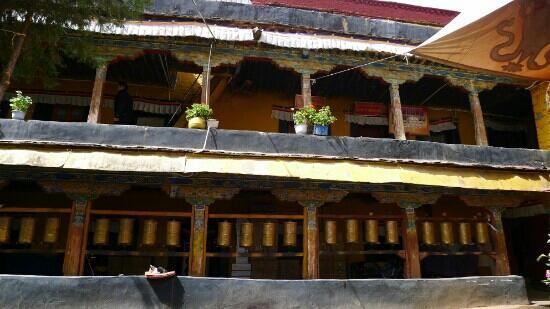 Nadang Temple: 一层很多转经筒