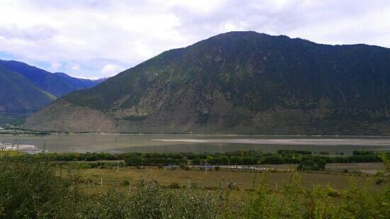 Niyang River: 尼洋河缓缓从林芝边上流过