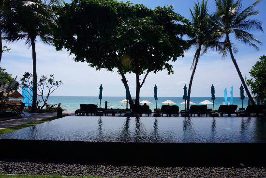 Buri Rasa Village Samui: swimming pool n beach