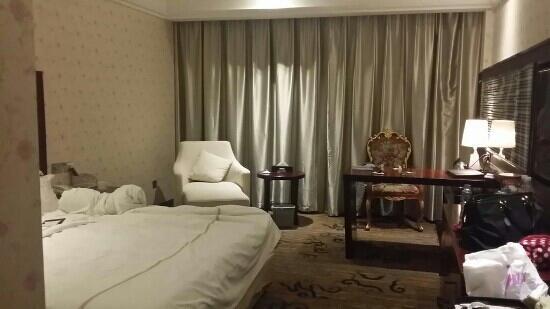 Yilong County, Kina: 单床房