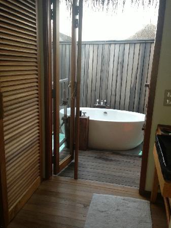 Constance Moofushi: 浴缸