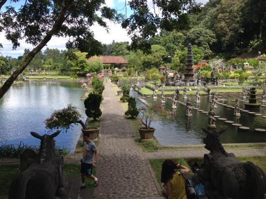 Tirta Gangga: 水上花园