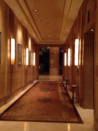 Hilton Chongqing: 希尔顿酒店电梯间
