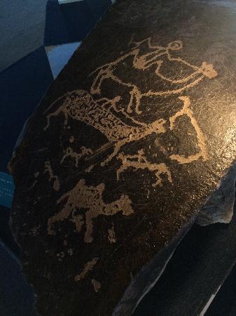 Baotou Museum: 西夏岩画,草原牧歌,名字起得很浪漫吧?第一次在rockart中看到骆驼!狐狸,你能找到吗?