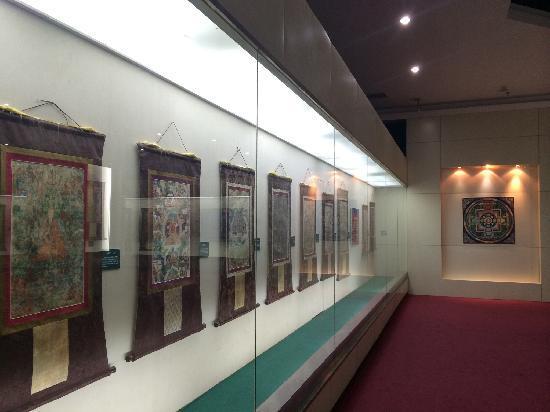 Baotou Museum: 唐卡,喜欢唐卡艺术的,大饱眼福的机会…