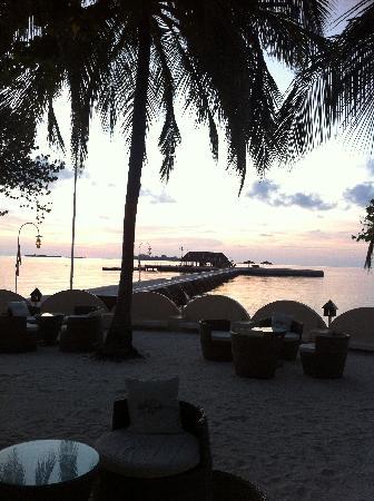 Nika Island Resort: 第一天刚到,夕阳已经下山了